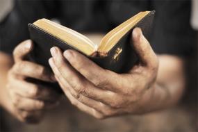bible_in_hands
