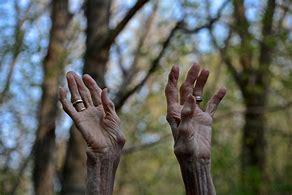 senior hands halleluyh